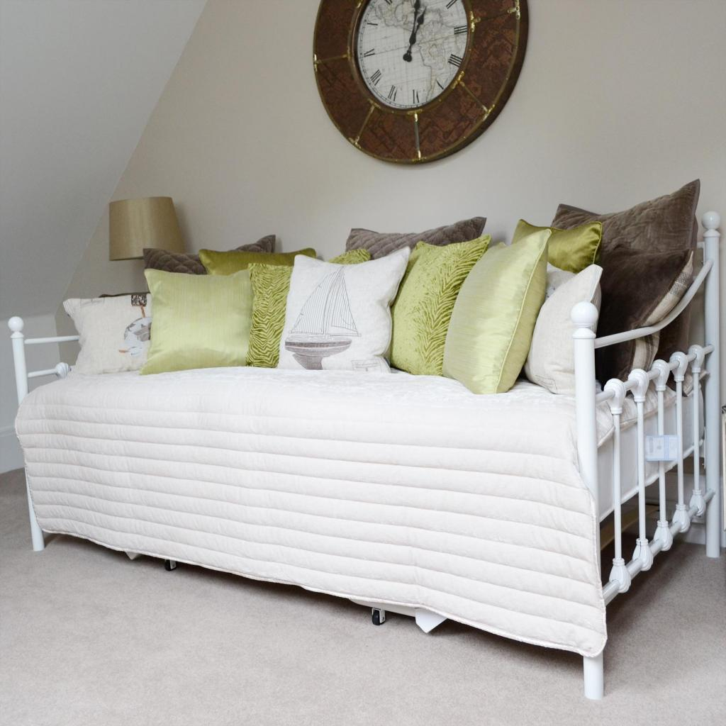 White Ornate Day Bed Sofa Bed